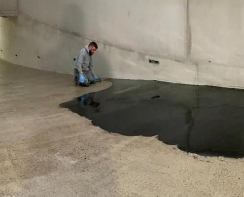 Loos Betonreparaties heeft in Amsterdam een 100 m2 grote hellingbaan voorzien van antislip en slijtvaste lagen